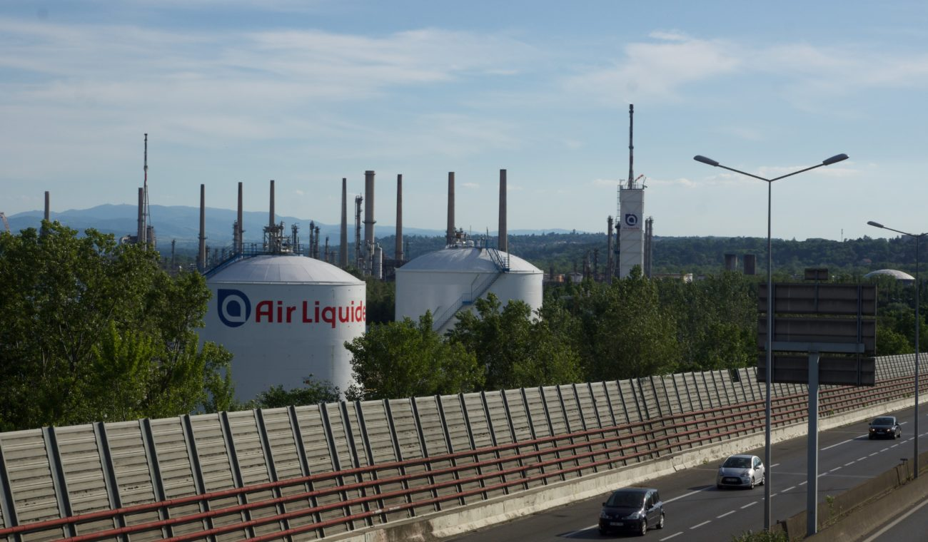 usines et autoroute OUllins